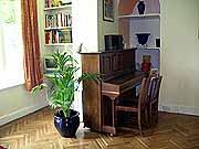Общежитие, гостиная с пианино